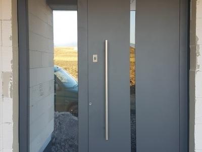 05 Hliníkové dvere ALUHAUS otvárane na odtlačok prsta.jpg