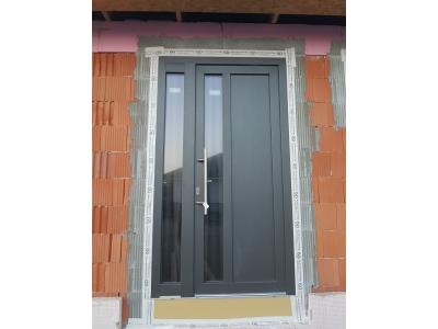 11 Plastové vchodové dvere Antrazit.jpg
